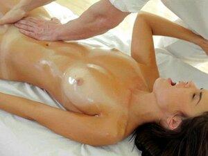 Superheißes blondes Babe wird nach einer Ölmassage sanft gefickt