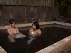 Bad öffentliches Paar fickt Euroschlüssel WC