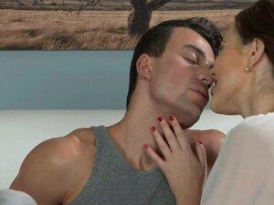 Ficken Während Milf Küssen Mutter Küsst