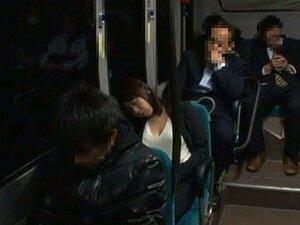 Büro-Küken Chiharu Nakai wird von ihrer geilen Kollegin gebumst und ins Gesicht gefickt