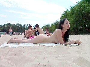 Freunde nackt zusammen öffentlich