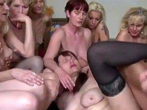 Frauen großbusige Grossbusige Pornofilme,