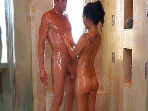 Frauen nackt duschen