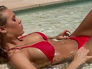 Große Titten Blondine Bikini Pool