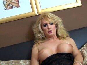 Das kurvige schwarze TS Babe Natassia Dreams fickt weiße Transe Aubrey Kate in den Arsch