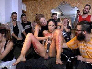 Männlicher Sklave Öffentliche Demütigung