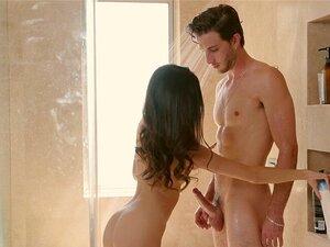 Bailey Brooks überrascht Stiefbruder mit einem bj in der Dusche