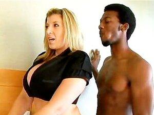 Extra dicke MILF Sara Jay behandelt deinen großen Schwanz im POV