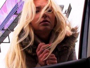 Blonde Latina gefickt Auto