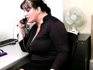 Die üppige Sekretärin Anissa Kate verführt ihren Chef auf dem Parkplatz