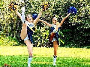 Sexy nackt schöne Cheerleader
