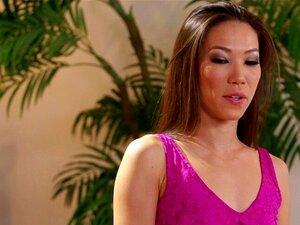 Jenna Ivory bekommt heißen lesbischen Dreier mit den Masseurinnen AJ und Maya