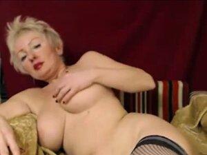 Nackt kurzen haaren blondine mit Ältere Blondine